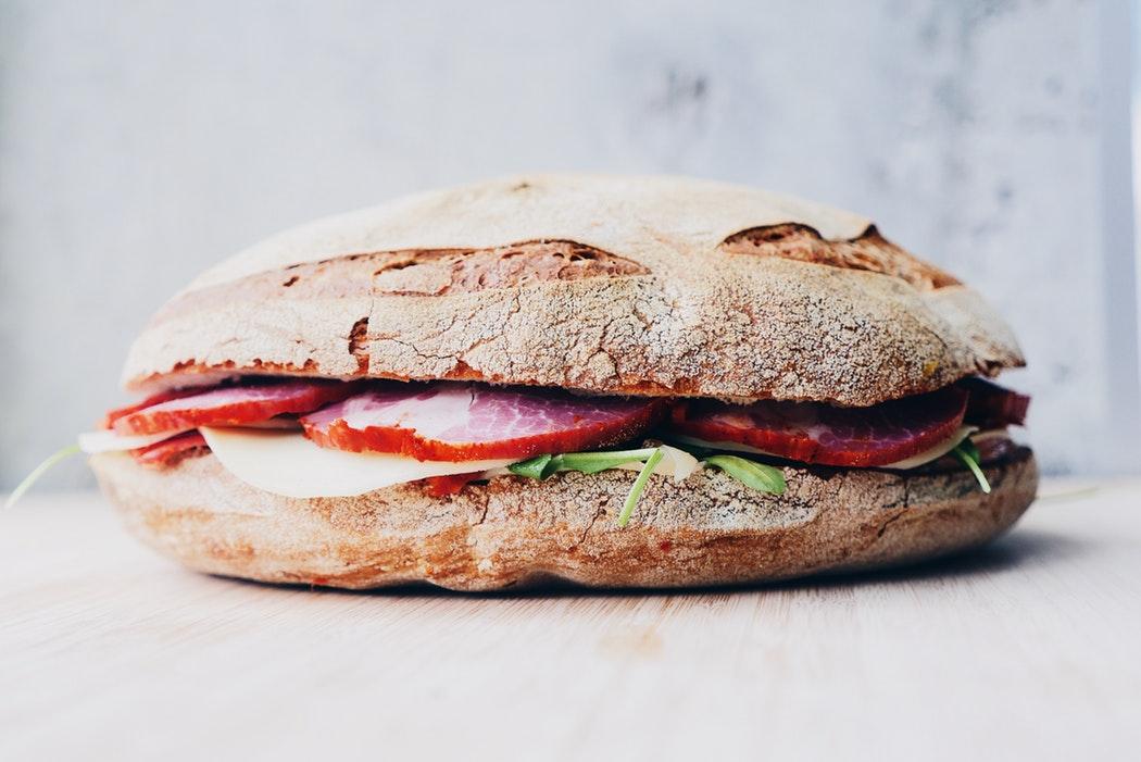 sandwich fait maison par un artisan local
